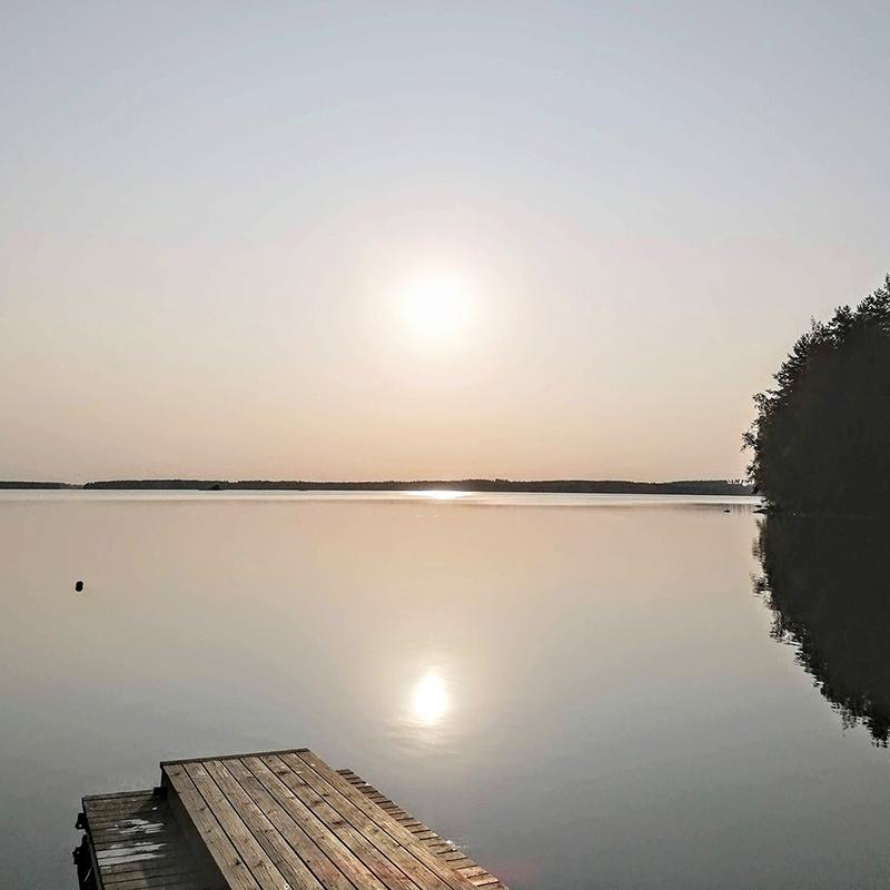 Vuokraamme mökkejä järven rannalla